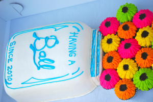 Mason Jar Cake with Cupcake Pull-Apart Flowers